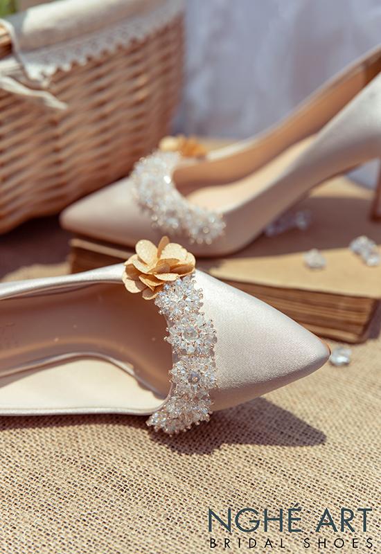 Giày cưới Nghé Art lụa satin nude đính hoa pha lê 339 - Ảnh 5 -  Nghé Art Bridal Shoes – 0908590288