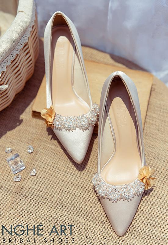 Giày cưới Nghé Art lụa satin nude đính hoa pha lê 339 - Ảnh 7 -  Nghé Art Bridal Shoes – 0908590288