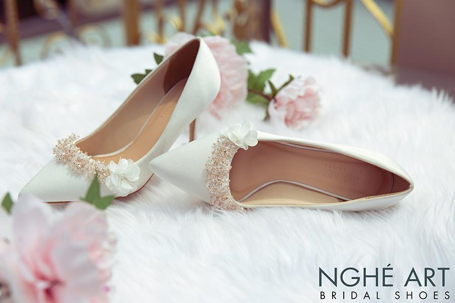 Giày cưới Nghé Art lụa satin trắng đính hoa pha lê 339 - Ảnh 1 -  Nghé Art Bridal Shoes – 0908590288