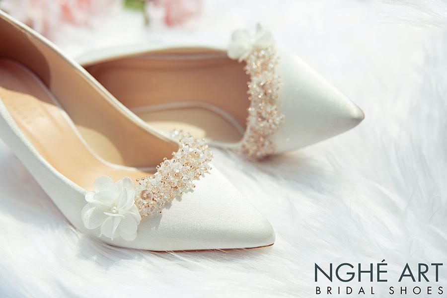 Giày cưới Nghé Art lụa satin trắng đính hoa pha lê 339 - Ảnh 3 -  Nghé Art Bridal Shoes – 0908590288
