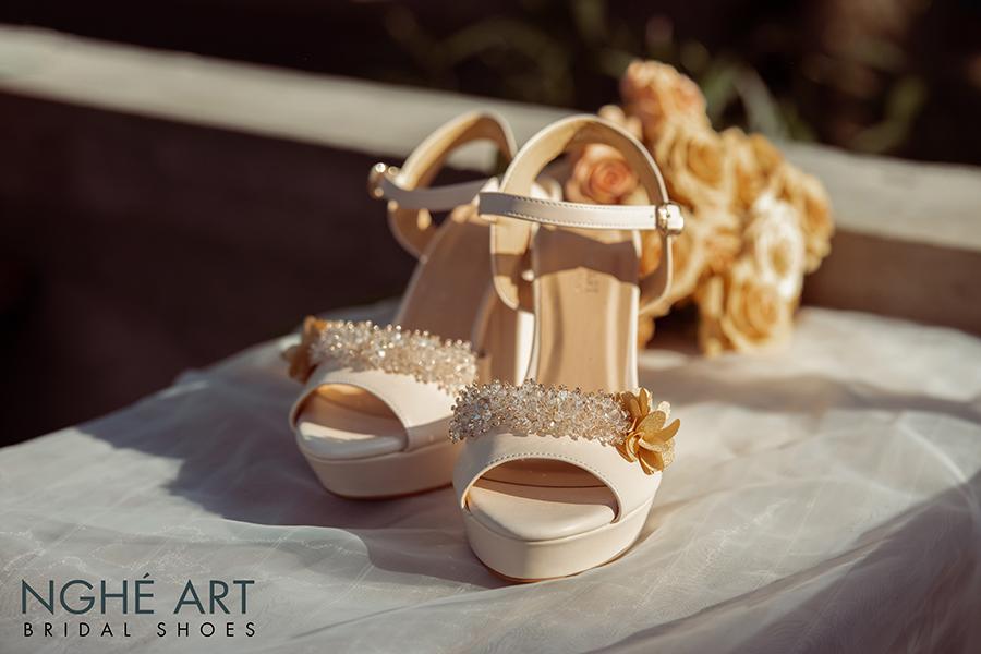 Giày cưới Nghé Art cao gót đính hoa pha lê 341 nude - Ảnh 1 -  Nghé Art Bridal Shoes – 0908590288