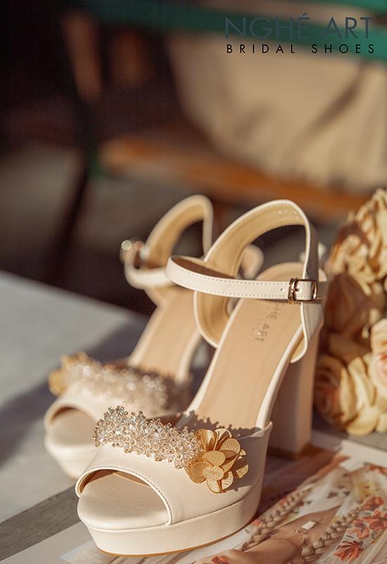Giày cưới Nghé Art cao gót đính hoa pha lê 341 nude - Ảnh 2 -  Nghé Art Bridal Shoes – 0908590288