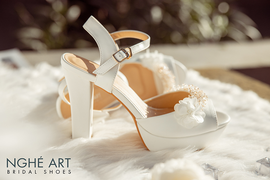Giày cưới Nghé Art cao gót đính hoa pha lê 341 trắng - Ảnh 2 -  Nghé Art Bridal Shoes – 0908590288