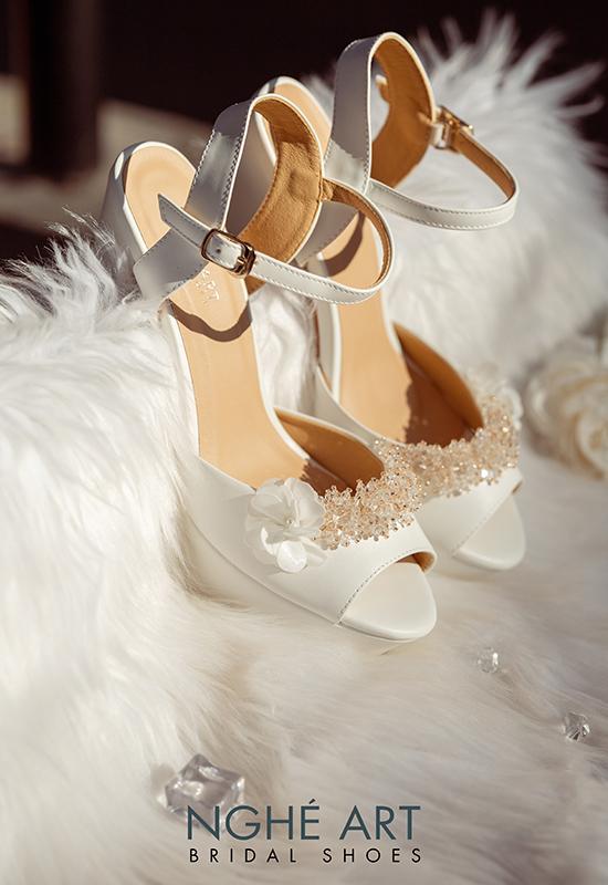 Giày cưới Nghé Art cao gót đính hoa pha lê 341 trắng - Ảnh 3 -  Nghé Art Bridal Shoes – 0908590288