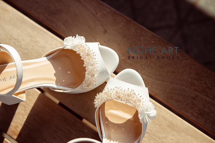 Giày cưới Nghé Art cao gót đính hoa pha lê 341 trắng - Ảnh 6 -  Nghé Art Bridal Shoes – 0908590288
